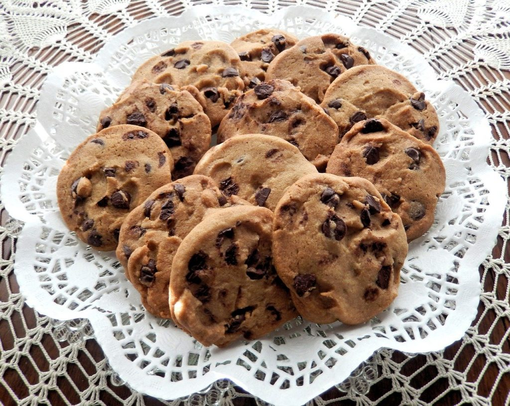 cbd infused chocolate chip cookies placed neatly in a circle