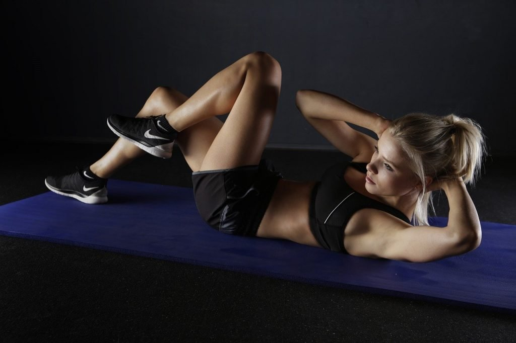 woman exercising by doing sit ups